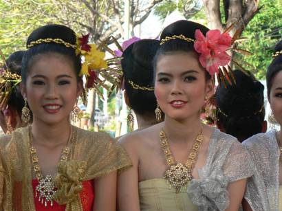2 smiling Thai women