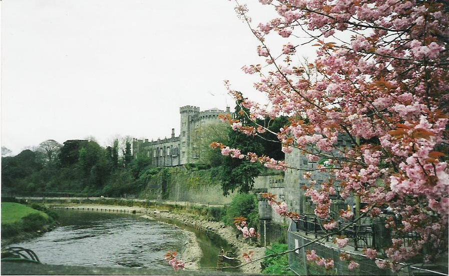 Castle and river in the Cotswolds